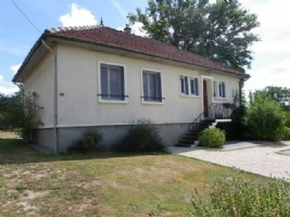 Beautifully presented property with house and gite, park and swimming pool 3027m