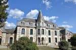Vienne Chateau for sale, 2 gîtes, Barns, Pool, Lake