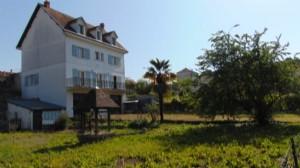 RUFFEC. Town house, 4 beds, garden, large garage