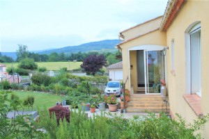 Stunning mountain views. contemporary, 3 bedroom house. Aude
