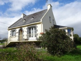 Central Brittany, 3 bedroom renovated Breton villa with nice conservatory and garden of 1000 m²