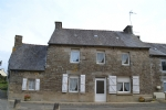Plessala bourg: pretty stone house with garden with potential.