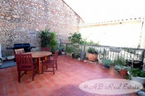 Charming village house 115m² divided into 2 apartments, plus 2 lovely completely secluded