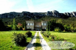 19th C. Château with many original features, 490m², 7 bedrooms with 5 bathrooms, 6 WC, seminar