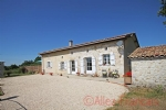 Bran (17210) - Detached stone house all on one level with new heated pool