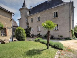 St Céré (Lot) - Chateau 'en-ville' with numerous options. Luxury B&B, large family residence etc