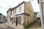 Former shop with living space for sale in Chateau Chinon