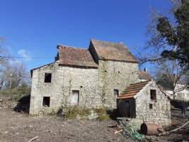 BARGAIN ONLY 16,800 euros!- Wonderful old house with an attached barn and large garden.