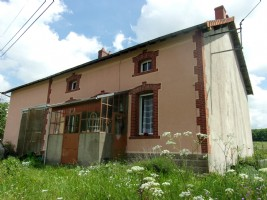 House under renovation with attached barn on 2000m2