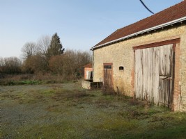 Large barn / garage (80m2) and land (2555m2) and walking distance to Aigurande