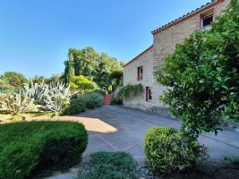 *Beautiful renovated mill with 1 hectare of land and pool.