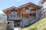 Cosy individual Chalet ideally located and benefits from superb unobstructed views