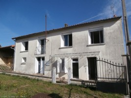 4 Bedroom Village House With Beautiful Outbuildings on 2.5 Hectares