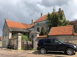 House in Burgundy consisting of 3 dwellings