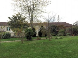 Vendee – Stone House with 3 Bedrooms to Finish Renovating