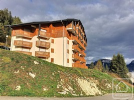 Apartment with 'chambre cabine', south facing balcony and ski locker.