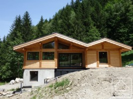 Brand new 4 bedroom chalet surrounded by nature and superb views.
