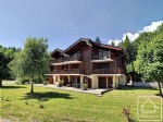 Beautiful, 2 bedroom apartment in a sought after area on the edge of Samoens village.