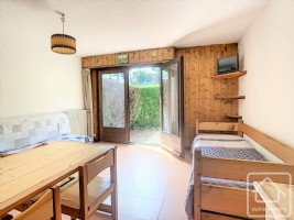 Garden floor studio, close to the ski lift and village centre.