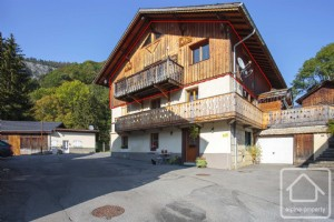A 5 bedroom, 5 bathroom property with terrace, garden, cellar and parking, on the ski bus route.