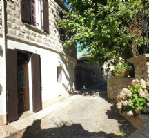 Very pretty village house in spotless condition with 85 m² of living space and terrace.