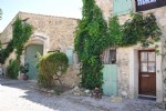 Renovated stone character house with 4 bedrooms on 1062 m² with barn to renovate and pool.