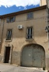 Wine grower house with 105 m² of living space to refresh, garage, attic to convert and garden.