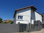 Renovated town house with 100 m² of living space , 4 bedrooms and on a 233 m² plot with pool.