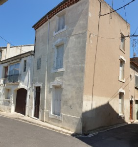 Beautiful character renovated town house and its studio, in a lively town on the Canal du Midi.