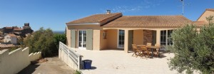Single storey villa on about 670 m² plot with pool and breathtaking views. Superb location!