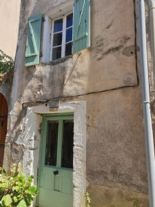 Bargain ! Charming and cute village house with 55 m² of living space and terrace.