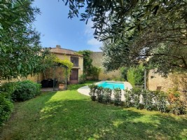 Beautiful fully renovated character home with 230 m² of living space on 510 m² with pool.