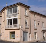 Interesting investment property with commercial premises and apartments, well located !