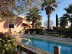Large traditional villa with 280 m² of living space on 3049 m² with pool and no overlooking !