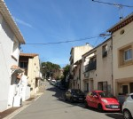 Pretty village house with 2 bedrooms and terrace in a large village 5 minutes from the beach.