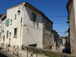 Renovated village house with 61 m² of living space and garage in the heart of the village.