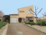 Pretty traditional house with 4 bedrooms, veranda, workshop and garage on a 500 m² plot.
