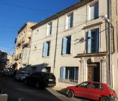 Maison de Maitre to renovate with 180 m² of living space, garage and attics.