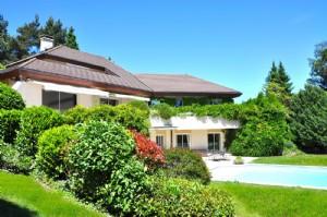 Prestigious contemporary property