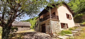 Conch house + barn in local stone on large wooded land of more than 4 hectares