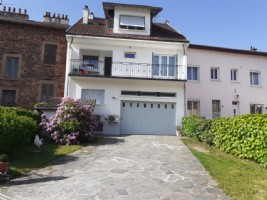 Large village house of 242 m2 of living space on three levels with garage cellars and outbuildings