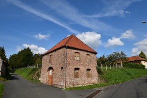 Nice barn to be renovated near Auxi le Chateau