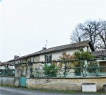 House for sale 3 bedrooms ,264m2 land ,Walk to shop South facing