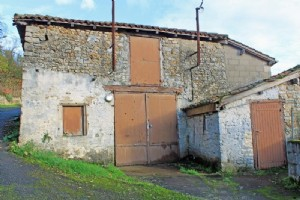 Barn for sale ,93m2 land ,Walk to shop