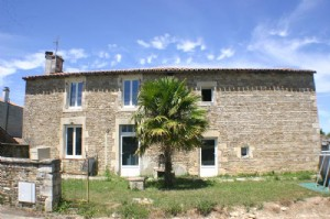 House for sale 3 bedrooms 538m2 land ,South facing ,Very good condition