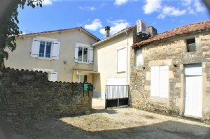 House for sale 2 bedrooms 260m2 land ,Walk to shop