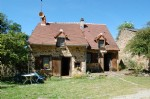 Pretty stone house with 4080m² of garden bordered by a river,