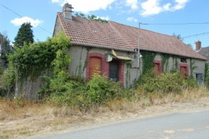 Small house for renovation, with a barn, garage and 960m² land