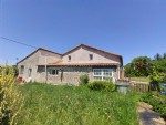 house and gîte, 5 beds, 3 acres land. Chef Boutonne