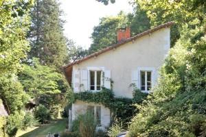 Nanteuil en Vallée - Charente - Villa with attached outbuildings 176 m²